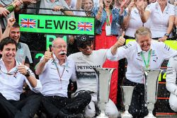 Race winner Lewis Hamilton, Mercedes AMG F1 celebrates with Toto Wolff, Mercedes AMG F1 Shareholder and Executive Director, Dr. Dieter Zetsche, Daimler AG CEO and the team