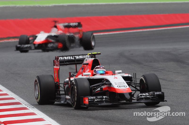 Max Chilton, Marussia F1 Team MR03 davanti al compagno di squadra Jules Bianchi, Marussia F1 Team MR
