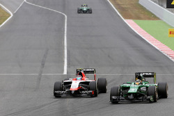 Max Chilton, Marussia F1 Team and Kamui Kobayashi, Caterham F1 Team