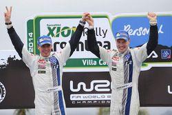 Podio: los ganadores Jari-Matti Latvala y Miikka Anttila, Volkswagen Polo WRC, Volkswagen Motorsport