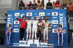 Winner Sébastien Loeb, Citroen C-Elysee WTCC, Citroen Total WTCC, 2nd Jose Maria Lopez, Citroen C-El