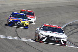 Erik Jones, Joe Gibbs Racing, Toyota Camry Sport Clips, Kyle Busch, Joe Gibbs Racing, Toyota Camry M&M's Caramel, Paul Menard, Wood Brothers Racing, Ford Fusion Motorcraft / Quick Lane Tire & Auto Center