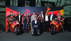 Bradley Smith, Red Bull KTM Factory Racing, Pol Espargaro, Red Bull KTM Factory Racing, Mika Kallio, Red Bull KTM Factory Racing, Pit Beirer, KTM Head of Motorsport, Hubert Trunkenpolz, Members of Board KTM, Mike Leitner, Team manager Red Bull KTM Factory Racing and the team