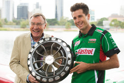Rick Kelly, Nissan Motorsport, Larry Perkins with the trophy