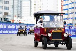 Oliver Turvey, NIO Formula E Team, lors de la parade des pilotes
