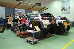 Автомобили Peugeot 3008 DKR Стефана Петеранселя и Себастьена Лёба