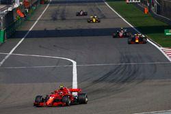 Kimi Raikkonen, Ferrari SF71H, Daniel Ricciardo, Red Bull Racing RB14 Tag Heuer, and Kevin Magnussen, Haas F1 Team VF-18 Ferrari