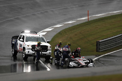 Will Power, Team Penske Chevrolet crashes on the restart