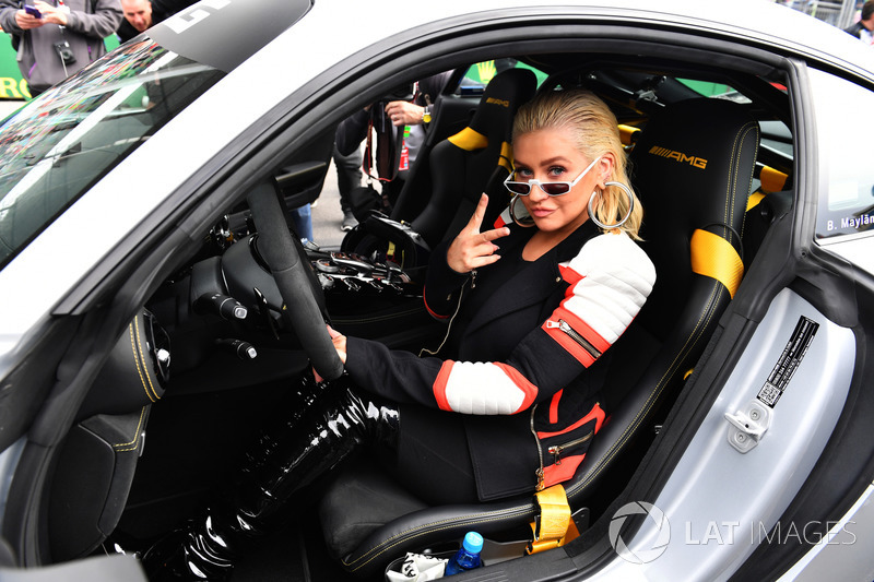 Christina Aguilera en el Safety Car