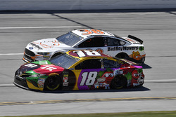 Kyle Busch, Joe Gibbs Racing, Toyota Camry M&M's Flavor Vote and David Ragan, Front Row Motorsports, Ford Fusion Bad Boy Mowers