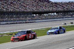 Brad Keselowski, Team Penske, Ford Fusion Snap on and Ricky Stenhouse Jr., Roush Fenway Racing, Ford Fusion Fifth Third Bank