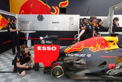 The Red Bull Racing team prepare the car