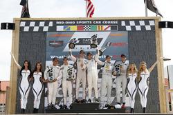 Podio: #6 Acura Team Penske Acura DPi, P: Dane Cameron, Juan Pablo Montoya, #7 Acura Team Penske Acura DPi, P: Helio Castroneves, Ricky Taylor, #77 Mazda Team Joest Mazda DPi, P: Oliver Jarvis, Tristan Nunez, podium