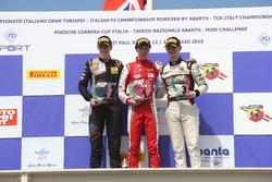 Podio Gara 1: il secondo classificato Frederik Vesti, Van Amersfoort Racing BV, il vincitore Olli Caldwell, Prema Theodore Racing, il terzo classificato Toby Sovery, KDC Racing