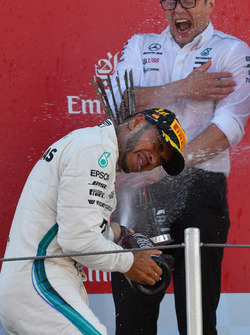 Peter Bonnington, Mercedes AMG F1 Race Engineer and Lewis Hamilton, Mercedes-AMG F1 celebrates on the podium with the champagne