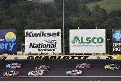 Chase Elliott, Hendrick Motorsports, Chevrolet Camaro SunEnergy1 e Darrell Wallace Jr., Richard Petty Motorsports, Chevrolet Camaro World Wide Technology