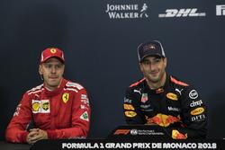 Победитель Даниэль Рикардо, Red Bull Racing, и обладатель второго места Себастьян Феттель, Ferrari