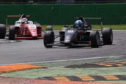 Leonardo Lorandi, Bhaitech, precede Olli Caldwell, Prema Theodore Racing