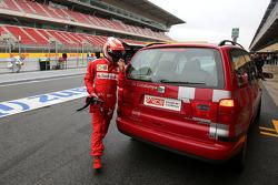 Kimi Raikkonen, Scuderia Ferrari detenido en la pista