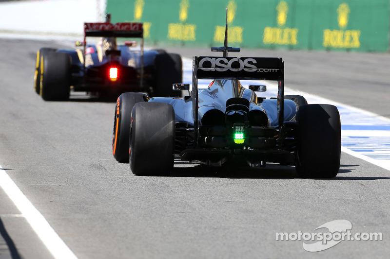 Pastor Maldonado, Lotus F1 Team and Stoffel Vandoorne, third driver, McLaren F1 Team