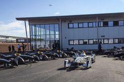 De eerste tien Formule E-bolides zijn afgeleverd en gepresenteerd