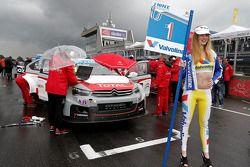 Yellow jersey grid girl for Jose Maria López