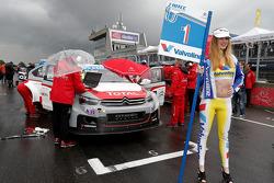Yellow jersey grid kızı for Jose Maria López