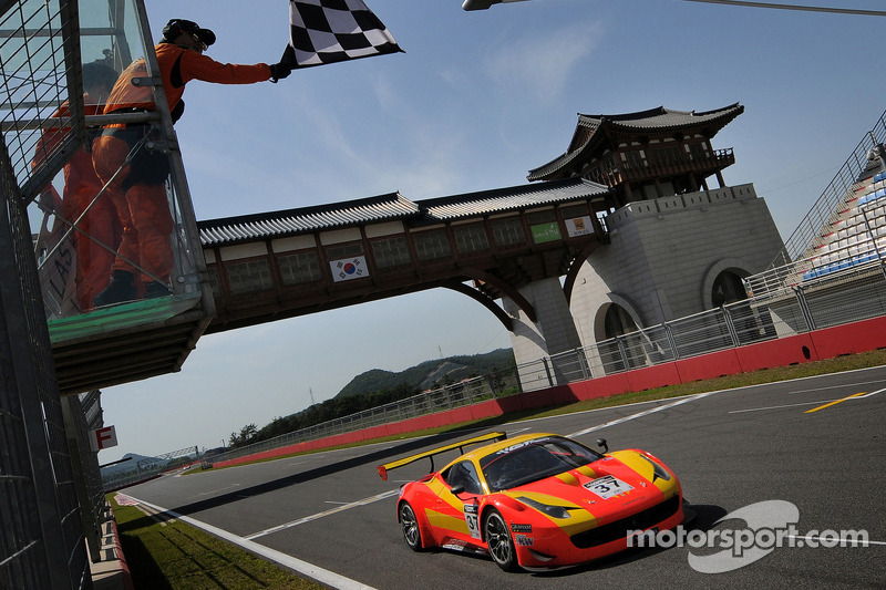 Spirit of Race Ferrari 458 İtalya GT3: Anthony Liu ve Davide Rizzo