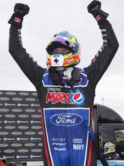 比赛获胜者 Chaz Mostert, 福特表现车队,庆祝
