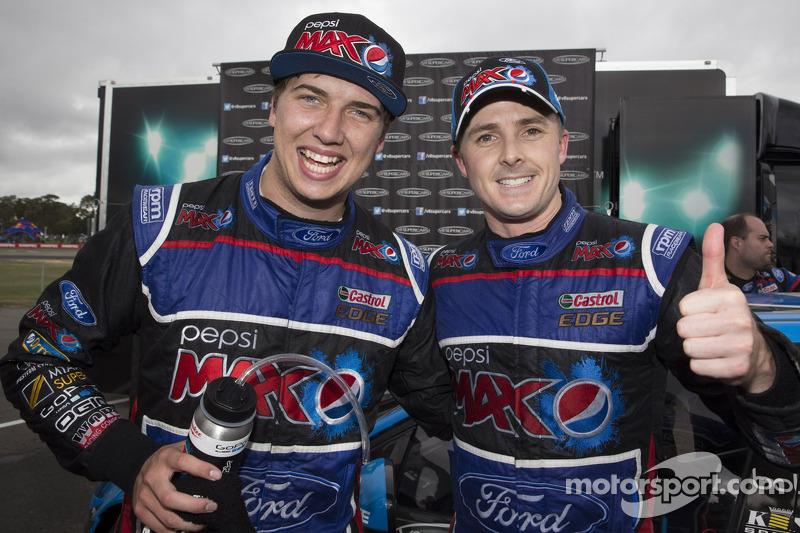 Vainqueur: Chaz Mostert, Ford Performance Racing heureux