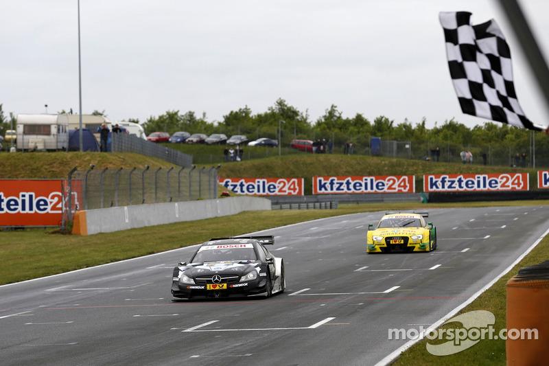 Damalı bayrak Christian Vietoris için, Mercedes AMG DTM-Takımı HWA DTM Mercedes AMG C-Coupe
