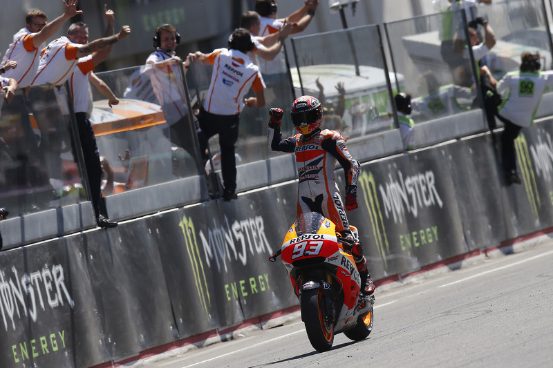 "<img src=""http://cdn-1.motorsport.com/static/custom/car-thumbs/MOTOGP_2017/RIDERS_NUMBERS/Marquez.png"" width=""50"" /> #11 MotoGP Perancis 2014"