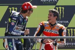 Ganador de la carrera Marc Márquez, del equipo Repsol Honda, el segundo lugar Valentino Rossi, Yamah
