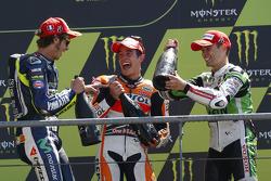 El ganador de la carrera Marc Marquez, segundo lugar Valentino Rossi y tercer puesto Alvaro Bautista