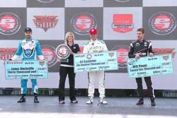 Ganador de la pole Ed Carpenter, segundo puesto James Hinchcliffe y tecero Will Power