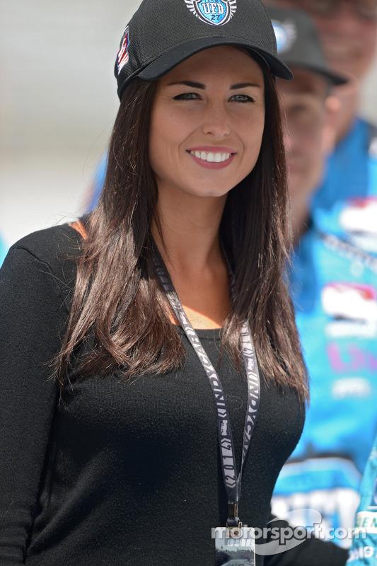 Kirsten Dee, vriendin van James Hinchcliffe