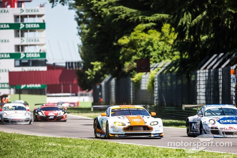 #85 Gulf Racing UK Aston Martin Vantage V8: Roald Goethe, Stuart Hall, Daniel Brown