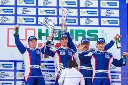 LM GTE领奖台:比赛获胜者安德烈亚·贝托里尼,维克多·谢塔,谢尔盖·兹罗宾,鲍里斯·罗滕伯格