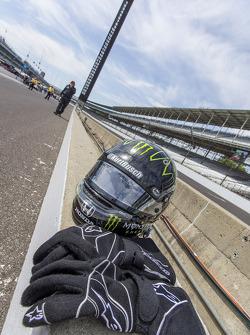Helmet and gloves of Kurt Busch