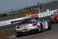宝马客户车队Marc VDS车队驾驶宝马Z4 GT3赛车的巴斯·林得斯,尼克·卡茨伯格,德雷克·奥多夫