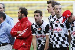 Jules Bianchi del equipo Marussia F1 en el partido de futbol benéfico en Bahrain