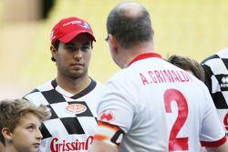 Sergio Perez, Sahara Force India F1, con il Principe Alberto di Monaco alla partita di calcio benefi