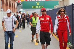 (L to R): Valtteri Bottas, Williams with Kimi Raikkonen, Ferrari