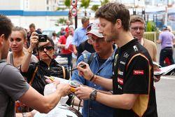 Romain Grosjean, Lotus F1 Team assina autógrafos para os fãs