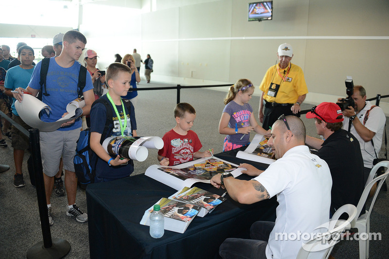 Fans get autographs signed on community day