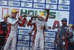 Podium: les vainqueurs Simon Dolan, Harry Tincknell, Filipe Albuquerque