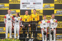 Podium: Vainqueurs course 1, GW IT Racing Team Schötz Motorsport Porsche 911 GT3 R: Kevin Estre, Jaap van Lagen