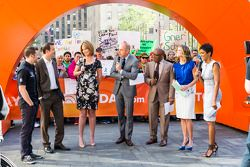 Marco Andretti en Kurt Busch in de Today Show