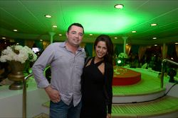 Eric Boullier, Director de carreras de McLaren con su esposa Tamara en la fiesta de Mónaco de la fir