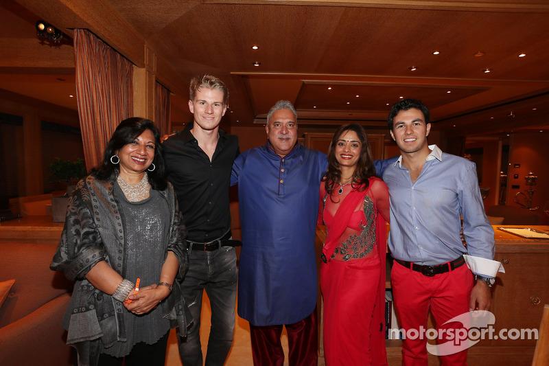 (L to R): Nico Hulkenberg, Sahara Force India F1 with Dr. Vijay Mallya, Sahara Force India F1 Team O